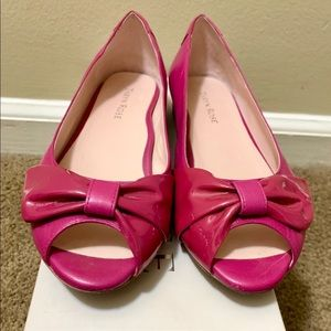 Taryn Rose magenta open toe flats